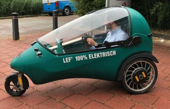 LEF: Chiếc xe điện cho người thấy xe máy thì thiếu, ô tô thì thừa