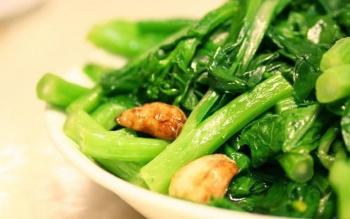 Các loại rau xanh đậm rất ngon bổ dưỡng, nhưng 2 nhóm người sau cần ăn cẩn trọng kẻo bệnh thêm nặng