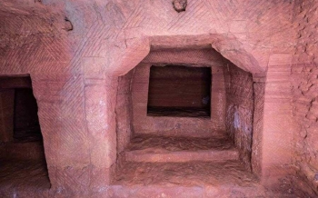 """Khai quật mộ cổ """"vương giả 1.000 năm tuổi: Sửng sốt cảnh tượng bên trong"""