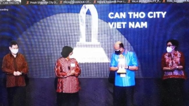 Thành phố Cần Thơ vinh dự nhận Giải thưởng thành phố ASEAN bền vững môi trường