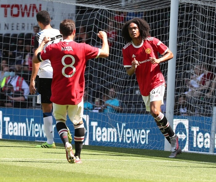 MU đánh bại đội bóng của Wayne Rooney