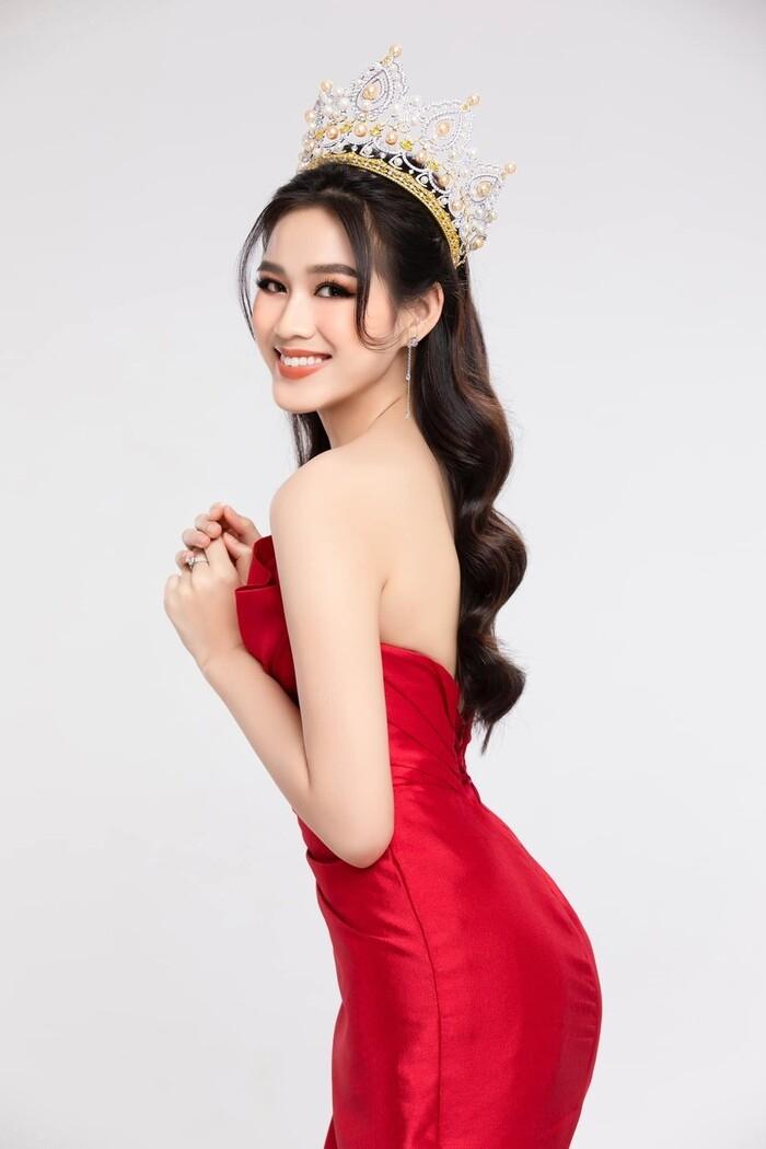 Tiết lộ sắc màu 'phong thủy' fan rào rào kêu gọi Đỗ Thị Hà mang đến Miss World