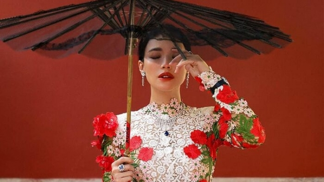 Thư Kỳ lộng lẫy khoác toàn váy Haute Couture trên tạp chí số Kim Cửu