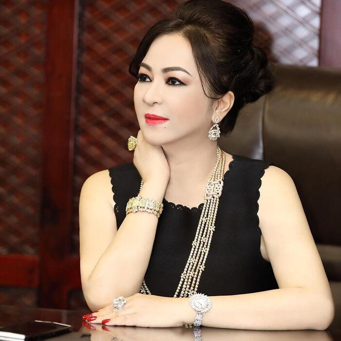 Lộ diện 'trùm cuối' trong danh sách 5 nghệ sĩ gửi đơn tố cáo bà Nguyễn Phương Hằng