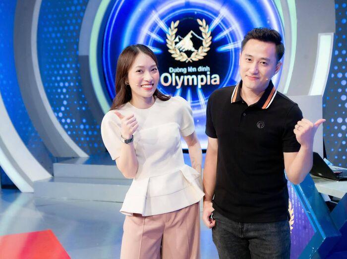 Khánh Vy ngày ấy - bây giờ: Từ 'hot girl 7 thứ tiếng' nổi khắp cõi mạng đến MC Đường lên đỉnh Olympia