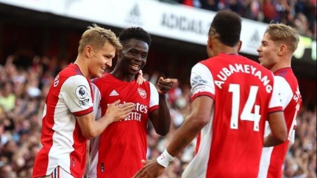 Arsenal hồi sinh mạnh mẽ, cuốn phăng Tottenham