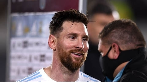 Messi lập kỷ lục sau bàn thắng khó tin vào lưới Uruguay