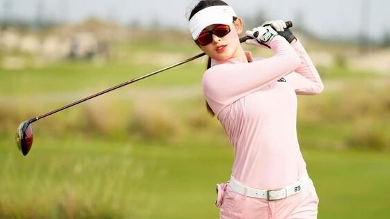Á hậu Huyền My chơi golf thôi mà lên đồ sang chảnh như đi tiệc thời trang