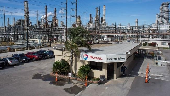 Giá xăng dầu hôm nay 17/10: Khó cản bước giá dầu