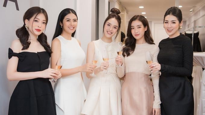'Hội chị em' hoa hậu diện dress code thanh lịch