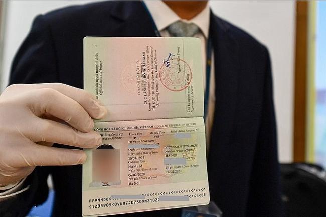 Bộ Công an ra quy định mới về hộ chiếu gắn chip