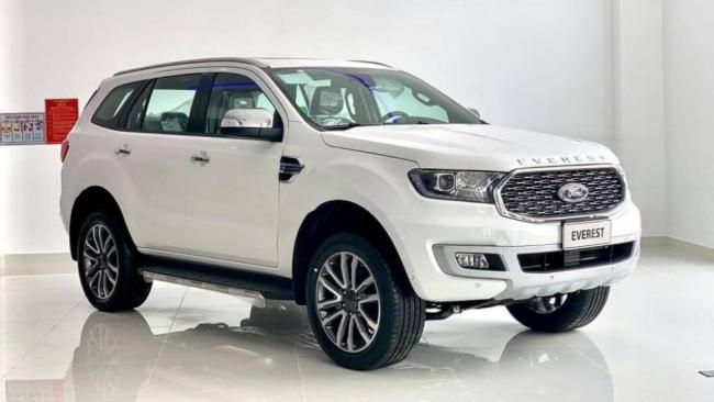 Ford Everest giảm giá cả trăm triệu đồng, hòng tăng cách biệt Toyota Fotuner