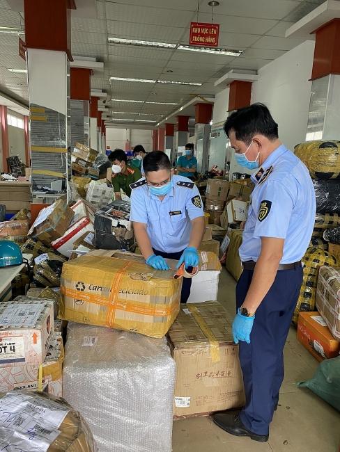 Tạm giữ nhiều hàng hóa vi phạm tại Chi nhánh Bưu chính Viettel Kiên Giang