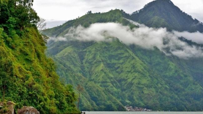 Sự kỳ lạ đến bất ngờ bên cây cổ thụ gắn với đời sống tâm linh của một ngôi làng tại Bali