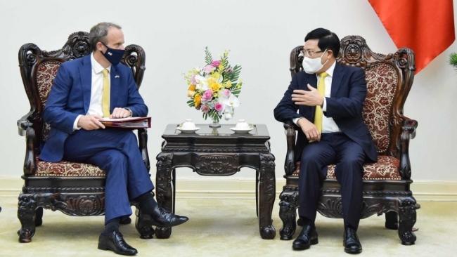 Phó Thủ tướng Phạm Bình Minh tiếp Bộ trưởng Ngoại giao Anh