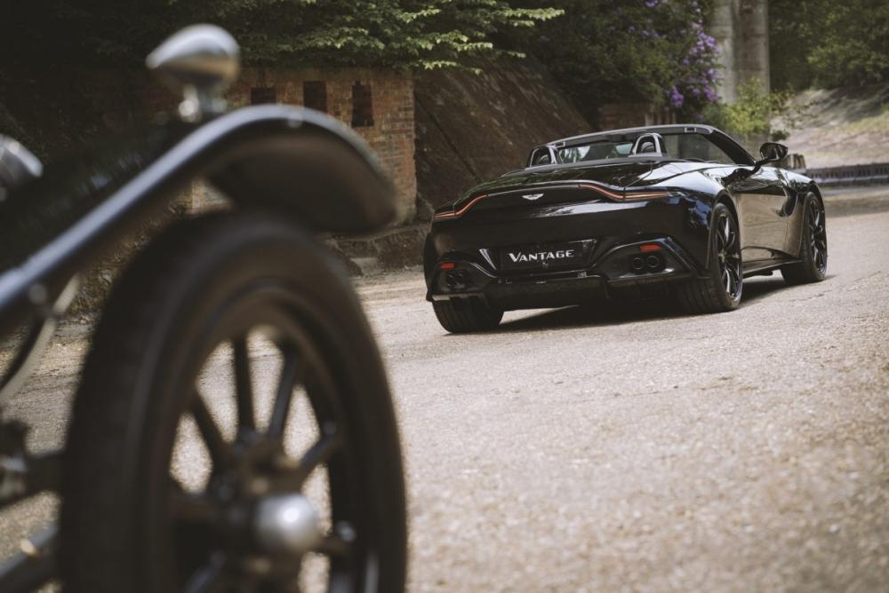 Cận cảnh phiên bản đặc biệt mừng kỷ niệm 100 năm của Aston Martin Vantage Roadster