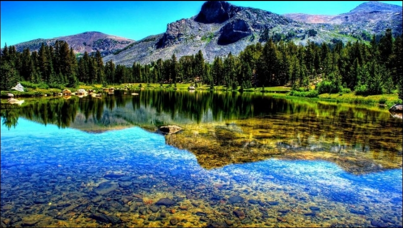 Những hồ nước đẹp như tranh tạo nên khung cảnh