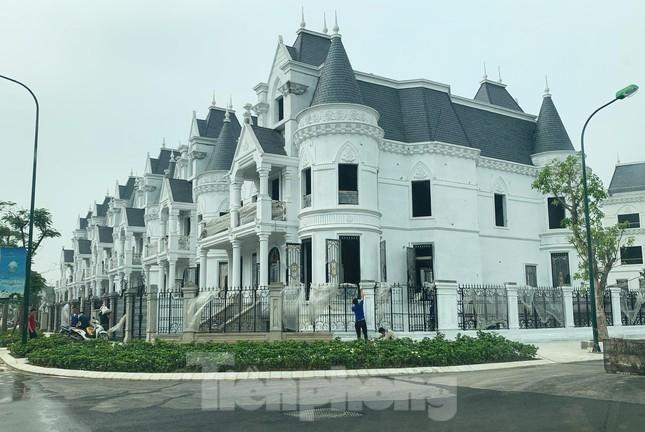 'Choáng' với biệt thự, căn hộ hơn 100 tỷ đồng và cú xuống tiền của đại gia Hà Thành