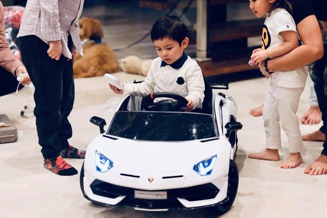 Bộ sưu tập siêu xe, xe siêu sang triệu USD của vợ chồng Thủy Tiên - Đan Trường thuở còn mặn nồng