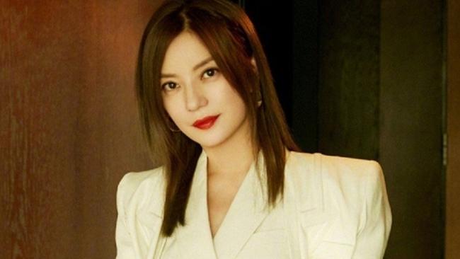 Triệu Vy xuất hiện giữa 'bão' scandal