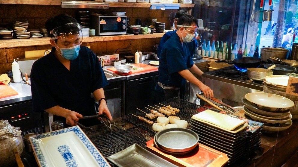 Hà Nội cho phép mở cửa hàng ăn tại một số quận, huyện