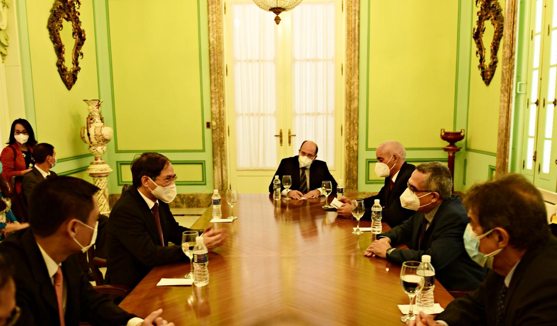 Bộ trưởng Ngoại giao Bùi Thanh Sơn gặp song phương Quyền Bộ trưởng Ngoại giao Cuba Marcelino Medina