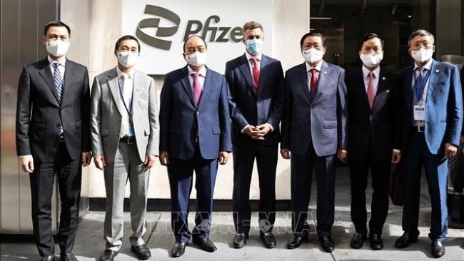 Chủ tịch nước Nguyễn Xuân Phúc thăm và làm việc tại Công ty Pfizer
