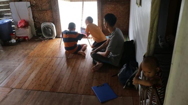 Chập chờn những giờ học online trên sông Hồng