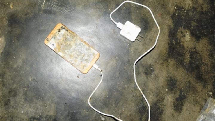 Nghệ An: Học sinh lớp 5 tử vong do điện thoại phát nổ khi học online