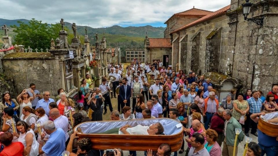 Tập tục hàng thế kỷ, lễ kỉ niệm sự sống từ cõi chết của người Tây Ban Nha