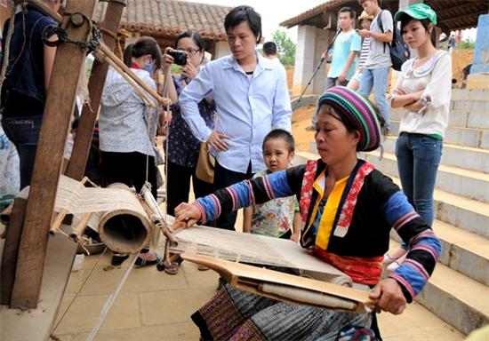 Nghề dệt vải Lanh của dân tộc Mông trắng ở Cao Bằng