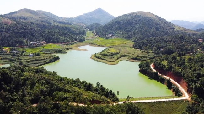 Hồ Bản Nầng – Hồ trên núi