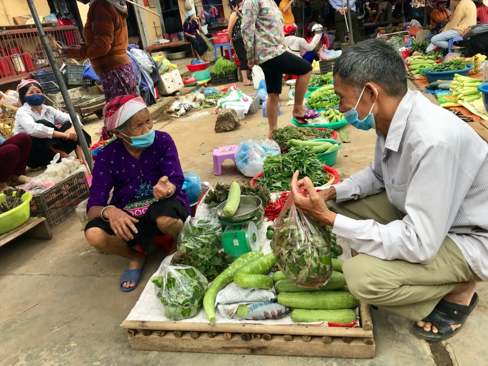 """Lào Cai: """"Chợ quê"""" nơi phố huyện"""
