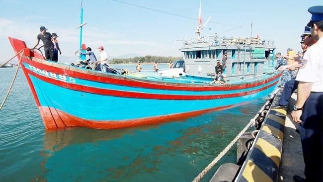 Sẵn sàng vượt sóng hỗ trợ ngư dân
