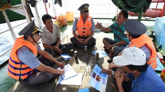 Chi đội kiểm ngư số 4 đẩy mạnh tuyên truyền pháp luật và xử lý vi phạm IUU