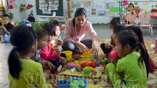 Điện Biên: Dạy tiếng Việt cho học sinh dân tộc thiểu số ở Tủa Chùa
