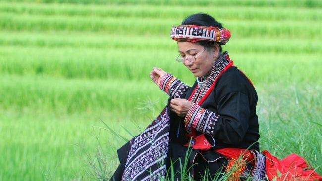 Lào Cai: Giữ sắc màu thổ cẩm